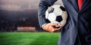 executivo de futebol com bola
