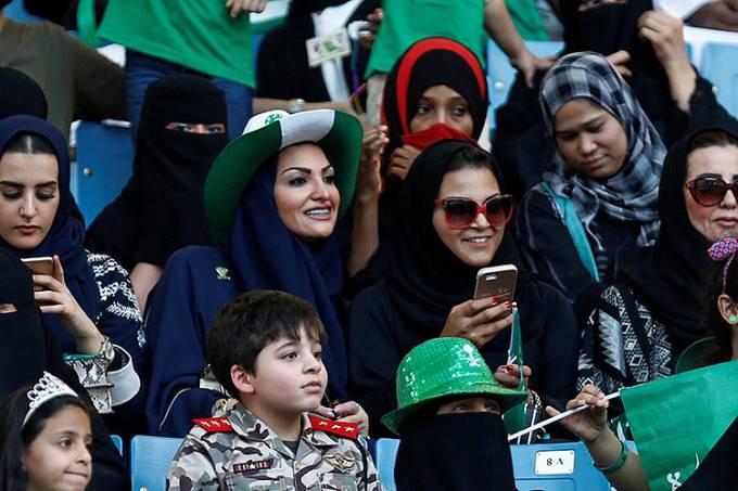 mulheres em jogo na Arábia